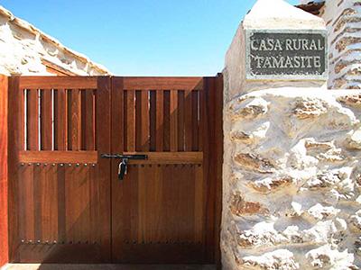 Galeria de fotos de las casas rurales for Puerta entrada casa